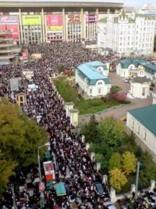 Musulmanes en Moscú hace el salat en la calle
