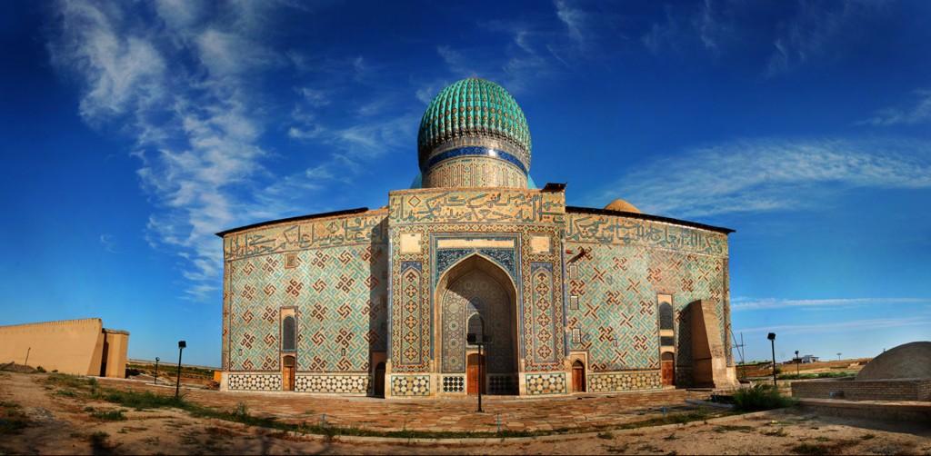Tumba del maestro sufí, Hodja Ahmed Yassawi, reconstruida en el siglo XIV por Amir Timur