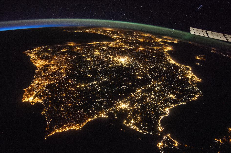 peninsula de noche espacio