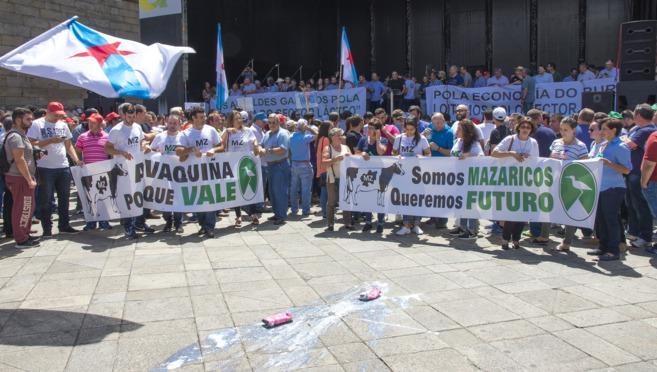 Protestas, bajadas de precios y sanciones en el sector lácteo
