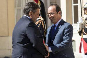 Sigmar Gabriel, vicecanciller alemán, con François Hollande, presidente de Francia